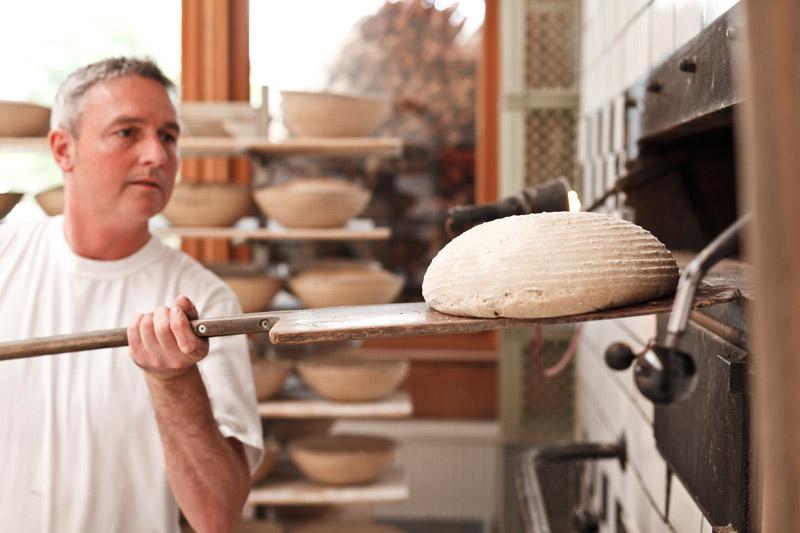 Laibe werden zum original Urhalmer Holzofenbrot