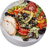 Großer Salatteller mit Dressing